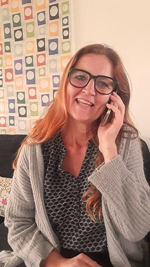 Eva Gøttrup med telefon