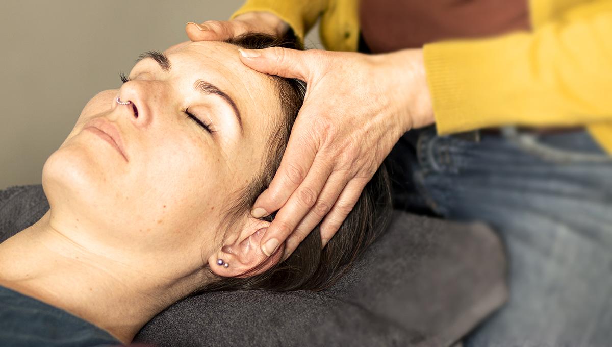 Eva-gottrup-med refleksterapi-klient