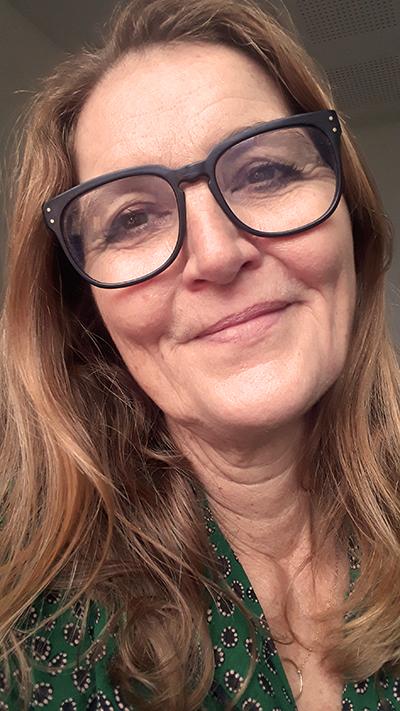 Eva med briller